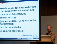 Ondertussen konden de finalisten en het publiek luisteren naar een lezing van prof. dr. Christoffel Waelkens met als titel 'Kijken, zien, begrijpen'